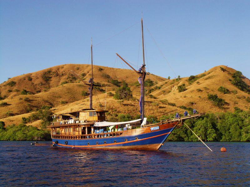 """Das Schiff """"Moana"""", auf einer Tauchsafari"""