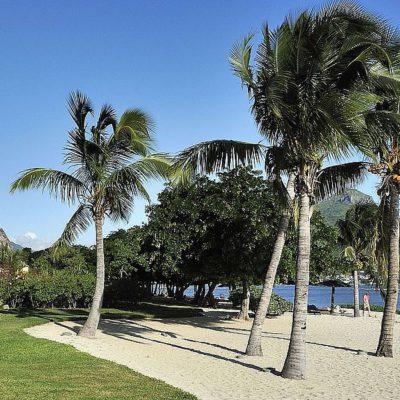 Maradiva Villas, Mauritius | Pool Strand und Insel
