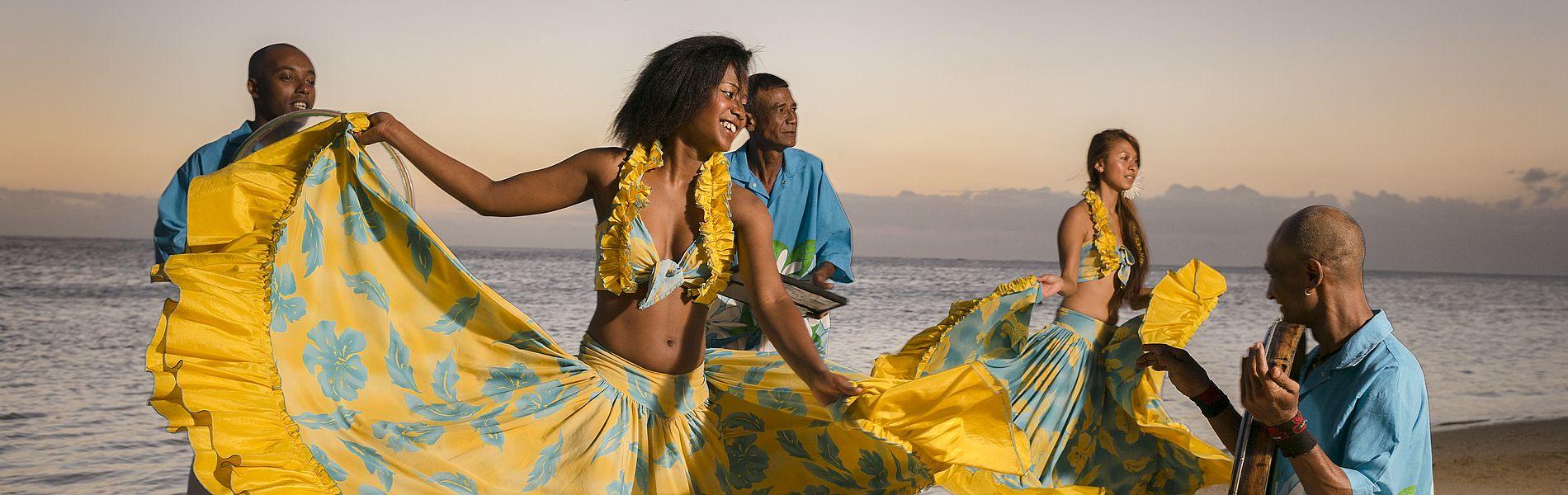 Sega-Tänzer und Musiker am Strand, Mauritius