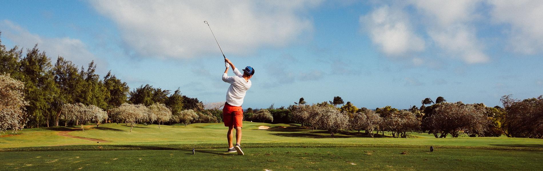 Golfer beim Abschlag, CC0 Creative Commons