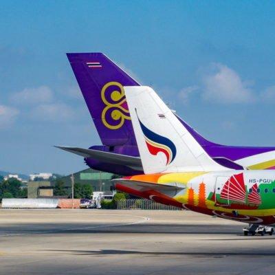Flugzeuge angedockt am Flughafen, CC0 Creative Commons