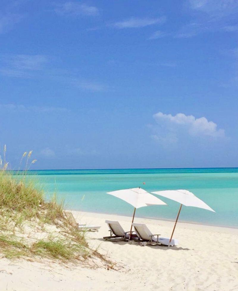 COMO Parrot Cay, Strandliegen am Meer