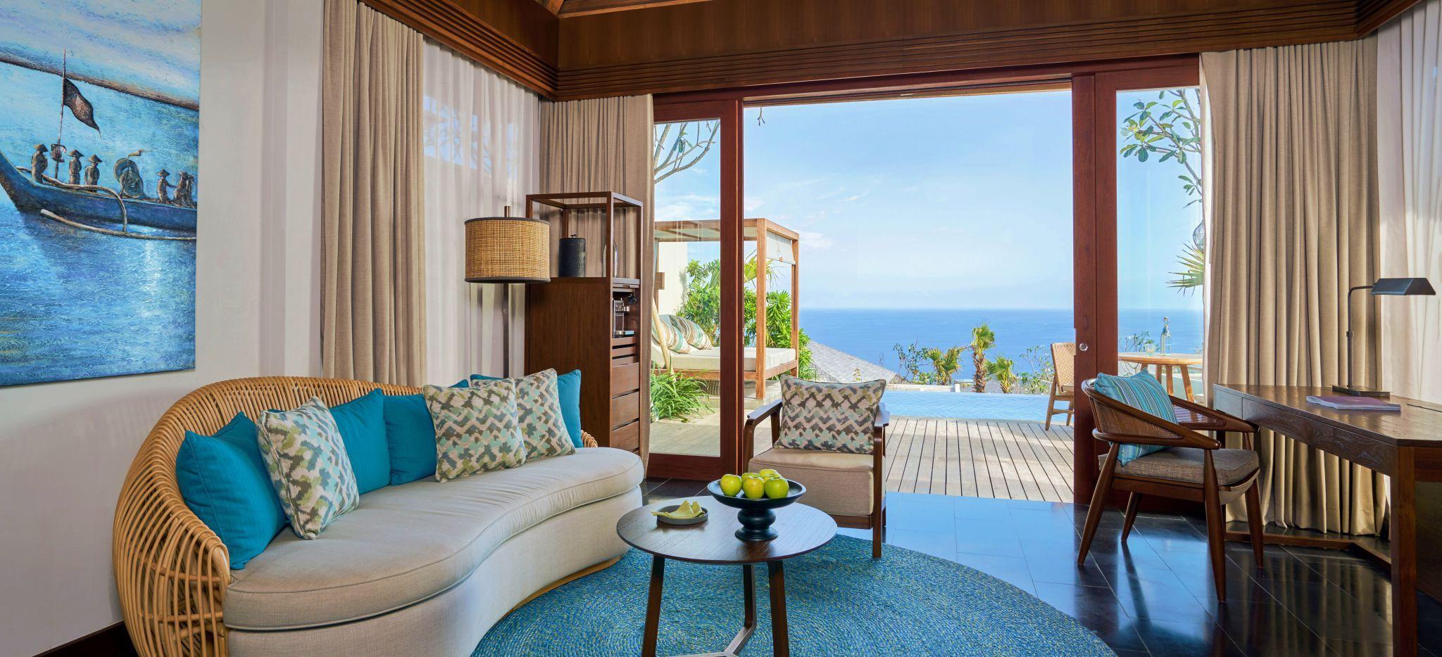 Wohnliches Wohnzimmer des Hotelzimmer One Bedroom Cliff Villa im Hotel Six Senses Uluwatu auf Bali