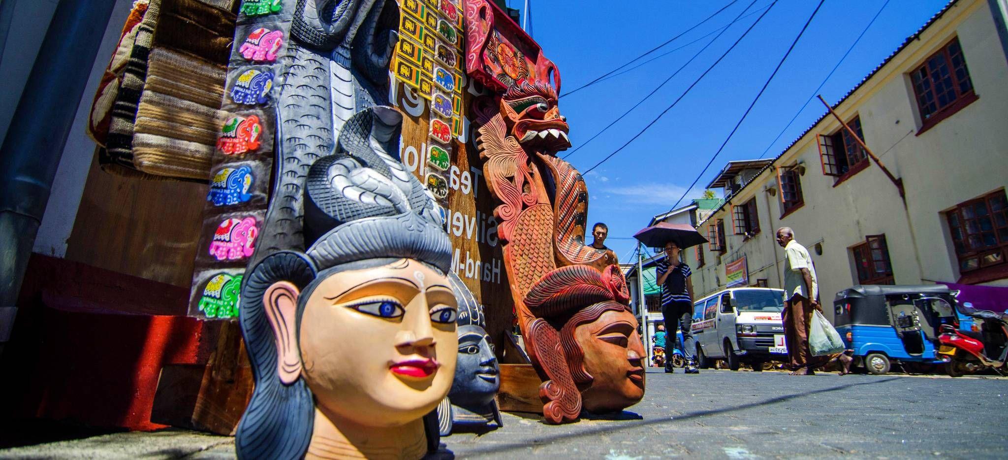 Großer Kopf vor einem Laden in Colombo, Sri Lanka