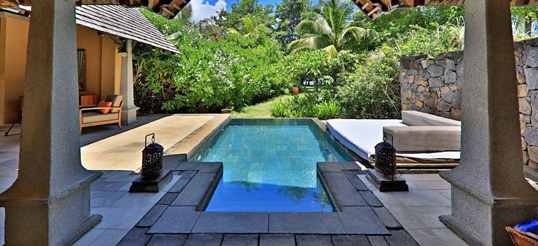 """Der private Pool einer """"Beachfront Luxury Suite Pool Villa"""", vom Schlafzimmer aus. Im Hotel Maradiva Villas, Mauritius"""