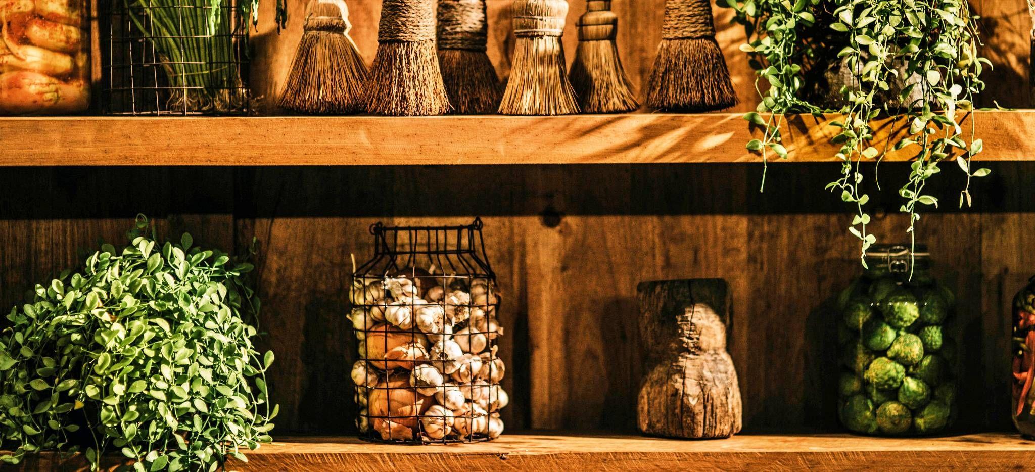 Khmer-Kräuter in einem Regal, Kambodscha