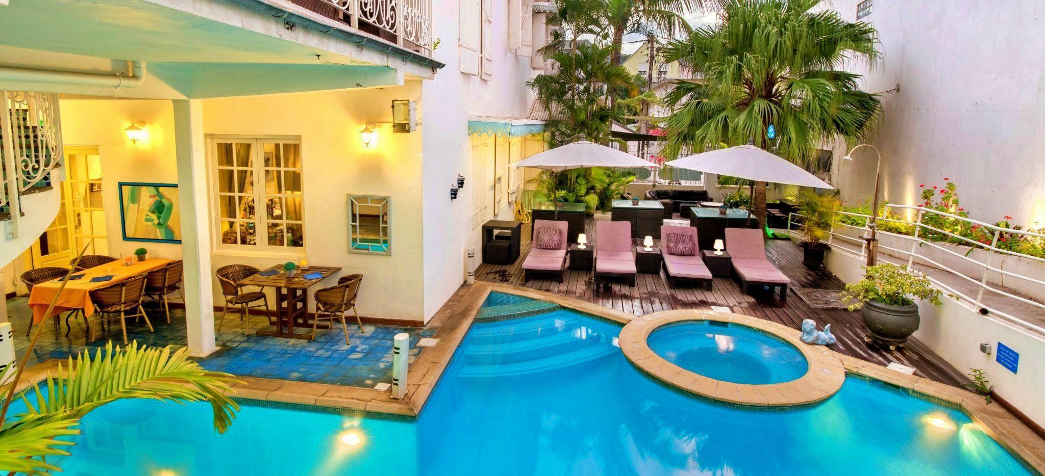 Der Poolbereich des Hotels Le Juliette Dodu auf La Réunion