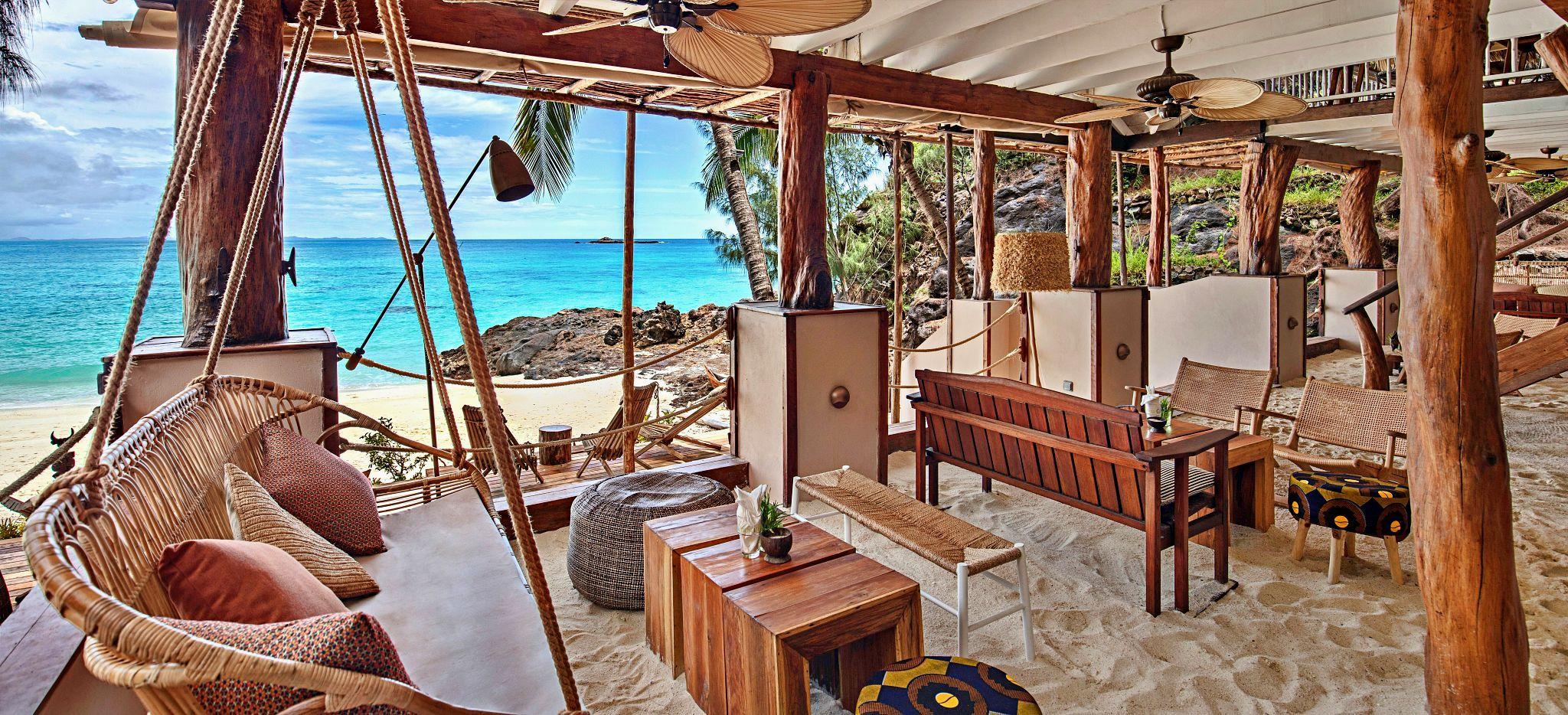Die Bar des Constance Tsara Banjina, am Strand