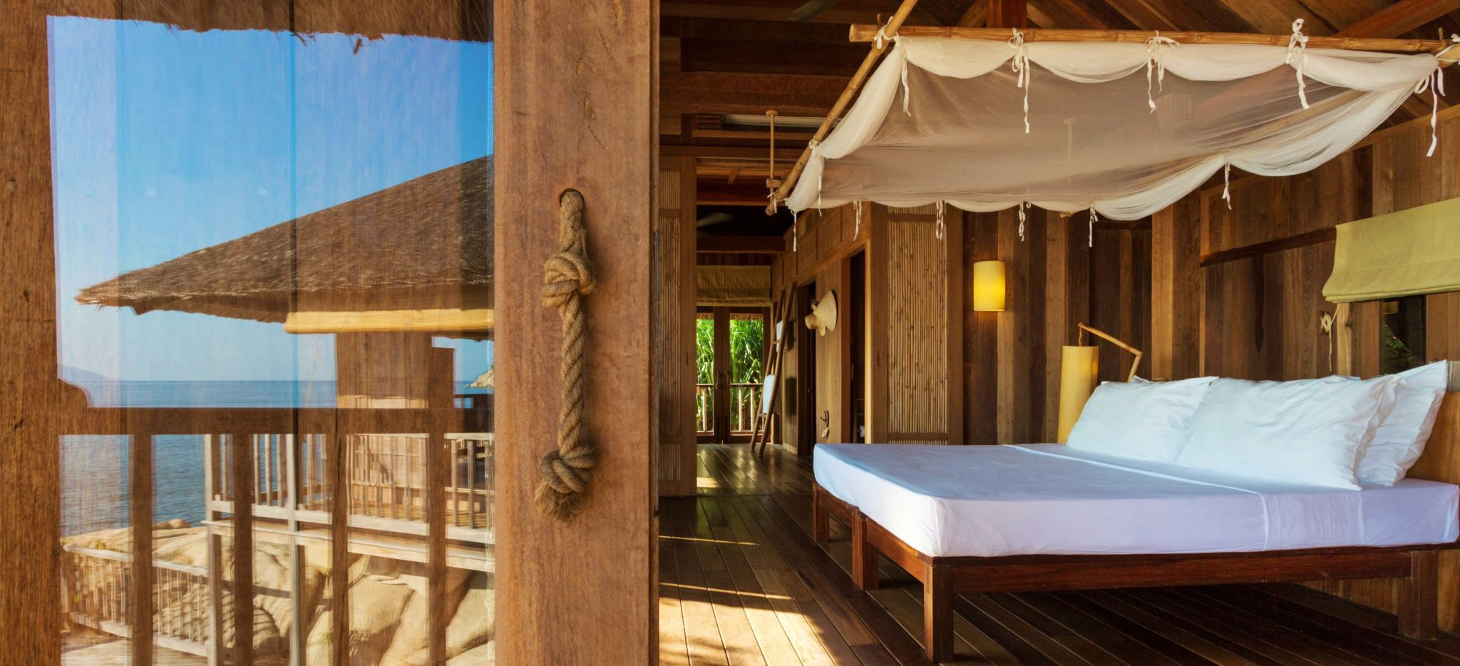 """Ein Hotelzimmer mit Blick über die """"Ninh van Bay"""" in Vietnam"""