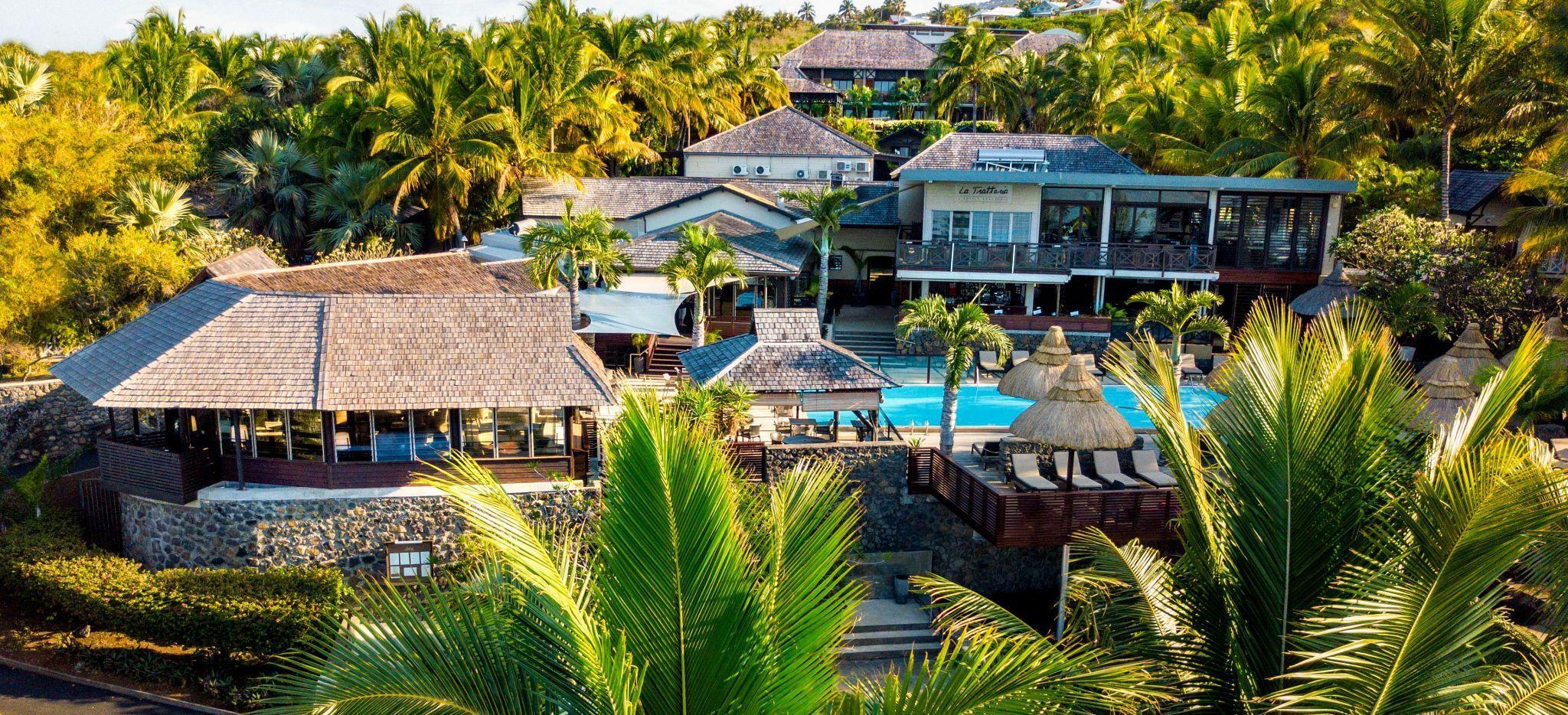 """Luftaufnahme des Poolbereiches und Hauptgebäudes des Hotels """"Iloha"""" auf La Réunion"""