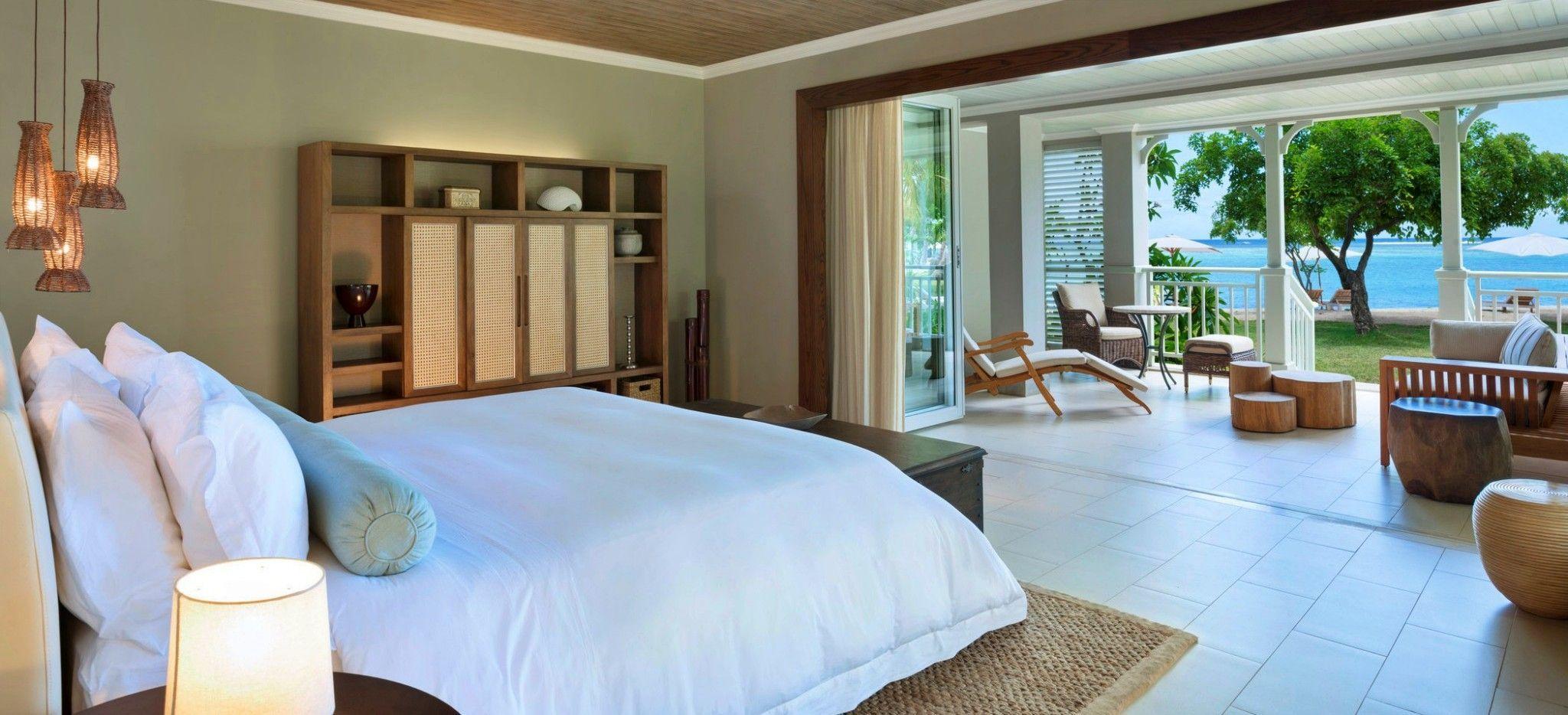 Ein Hotelzimmer mit Blick auf das Meer