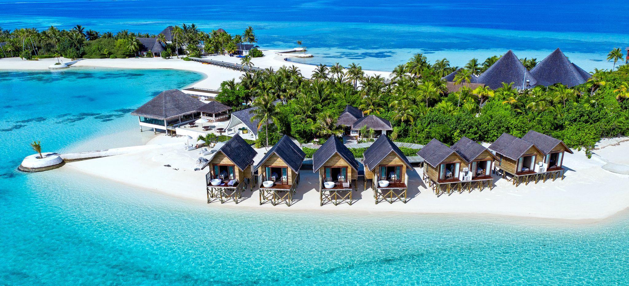 Die Insel Madhoo auf den Malediven, darauf das Hotel OZEN