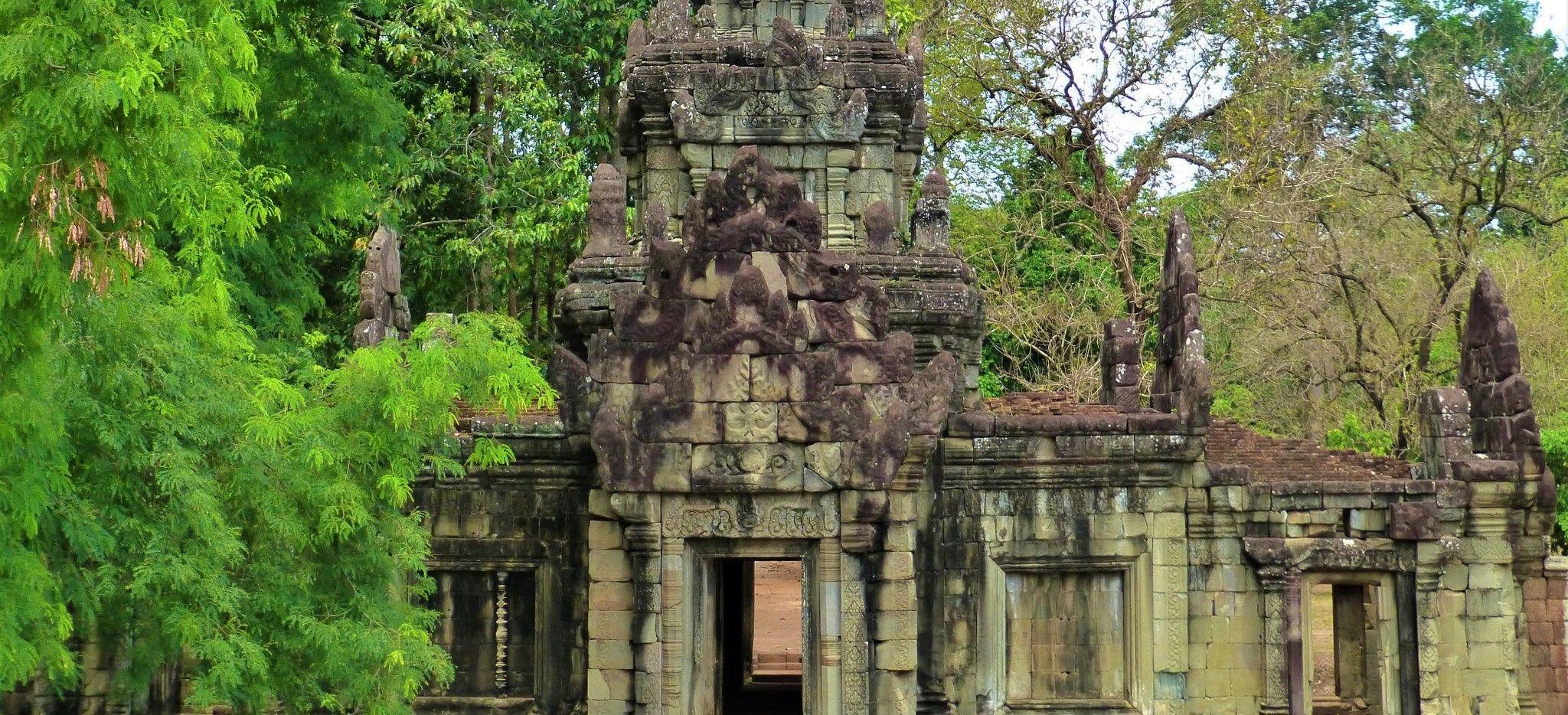Die Ruine eines kombadschanischenTempels im Dschungel