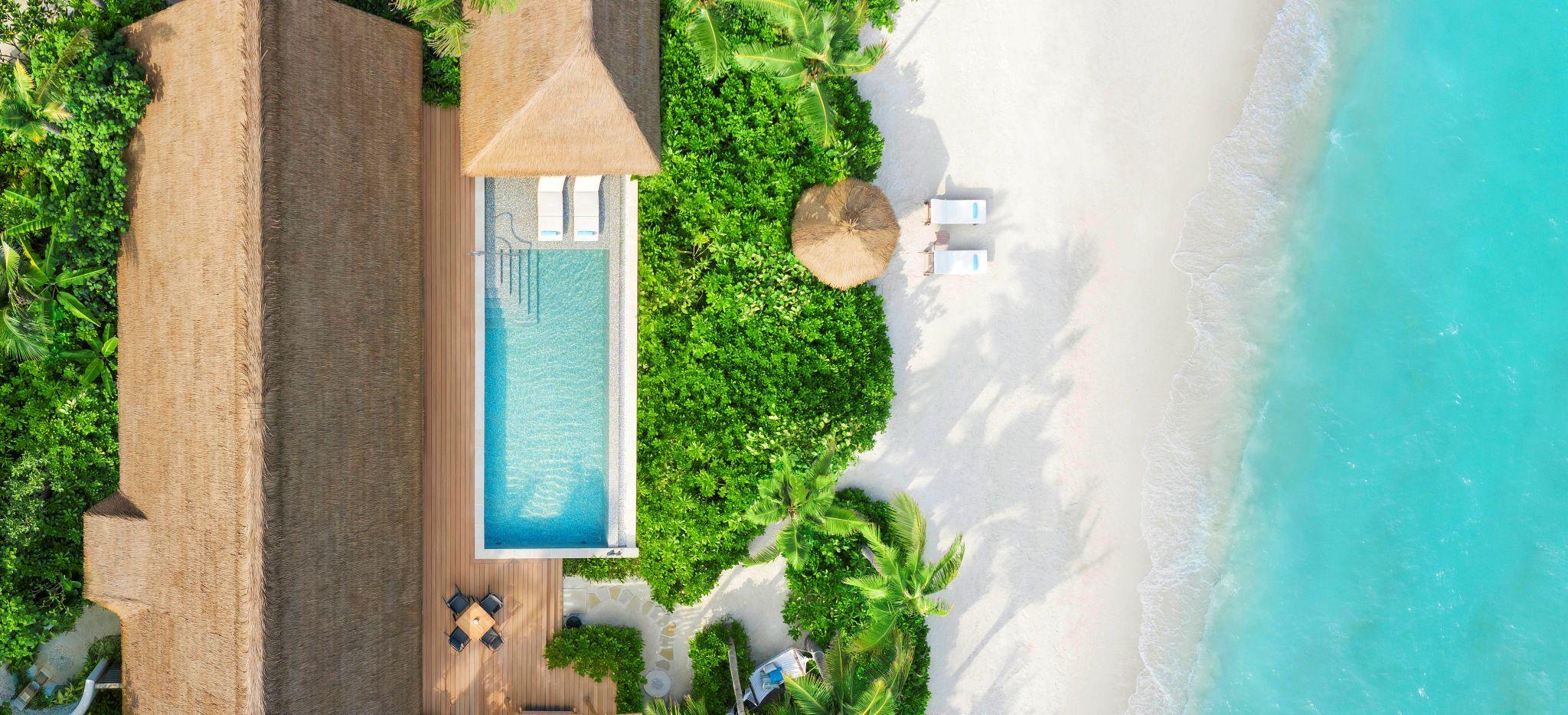 Luftaufnahme der Grand Beach Villa mit privatem Strand im Waldorf Astoria Maldives