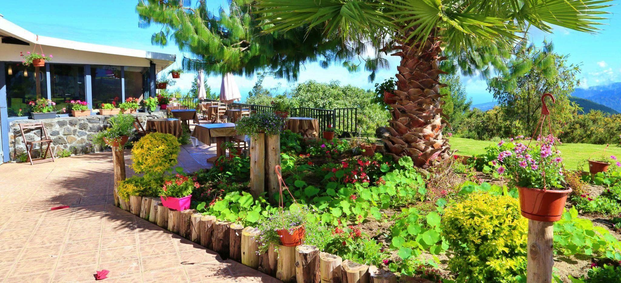 Der Garten des Hotels Les Géraniums auf La Réunion