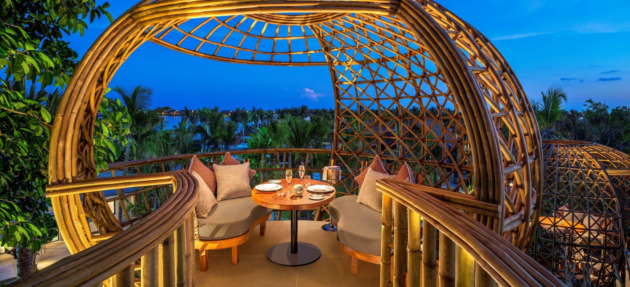 Der Captain's Table im Restaurant Terra im Waldorf-Astoria. Blick weit über die Insel