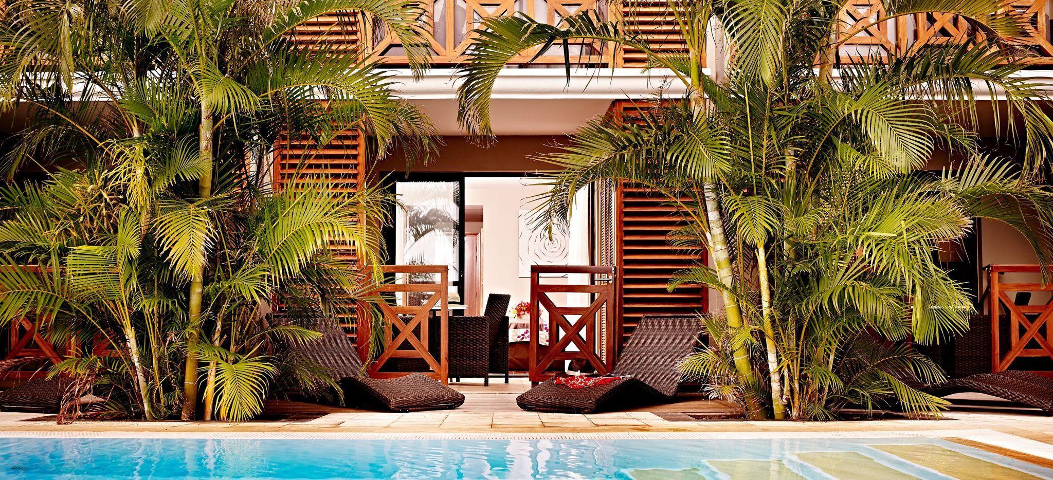 Ein Hotelzimmer direkt an einem Pool