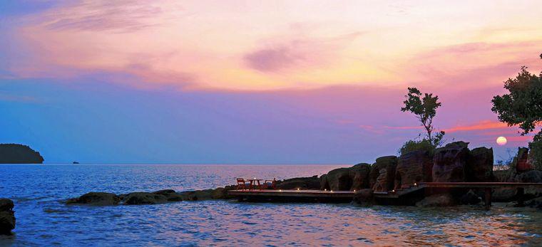 Landzunge im Meer vor dem Sonnenuntergang auf der Insel Krabey Island
