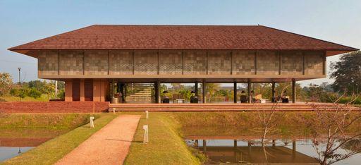 """Ein großes, asiatisches Empfangsgebäude, im Hotel """"Water Garden by Uga Escapes"""""""