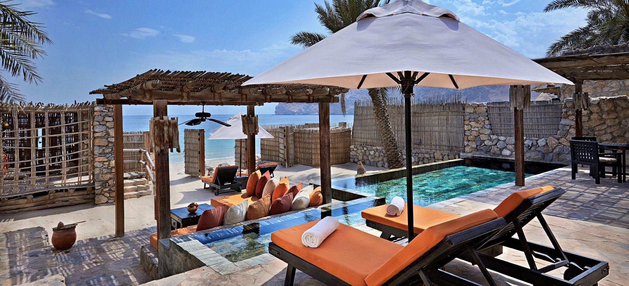 Die Terrasse eine Pool Villa Suite im Six Senses Zighy Bay, Oman