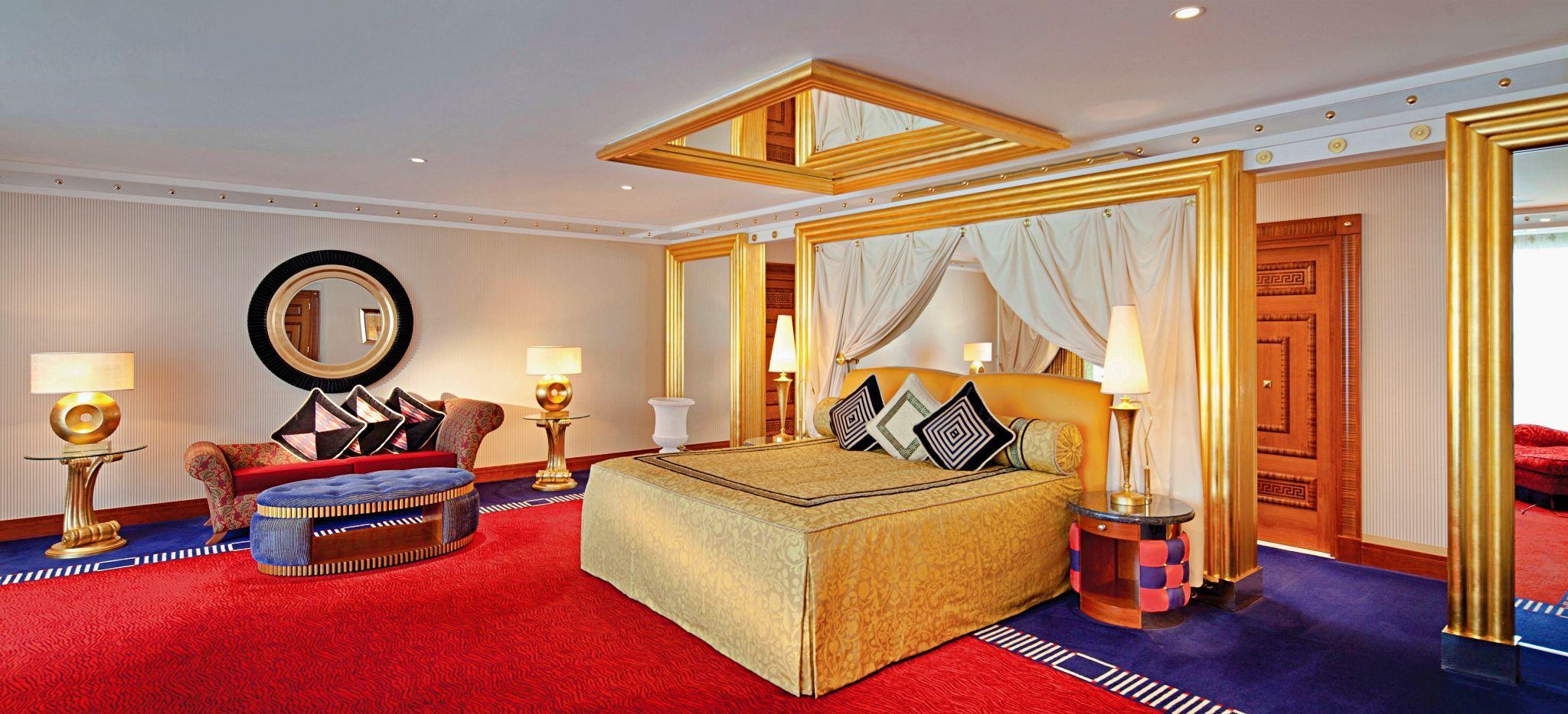 Master Bedroom der Two Bedroom Deluxe Suite (Upper Level) im Burj al Arab