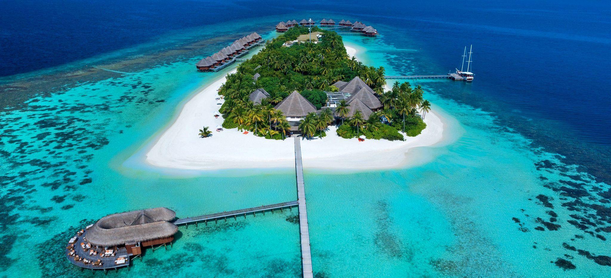 """Die Insel des Hotels """"Mirihi Island"""" aus der Vogelperspektive"""