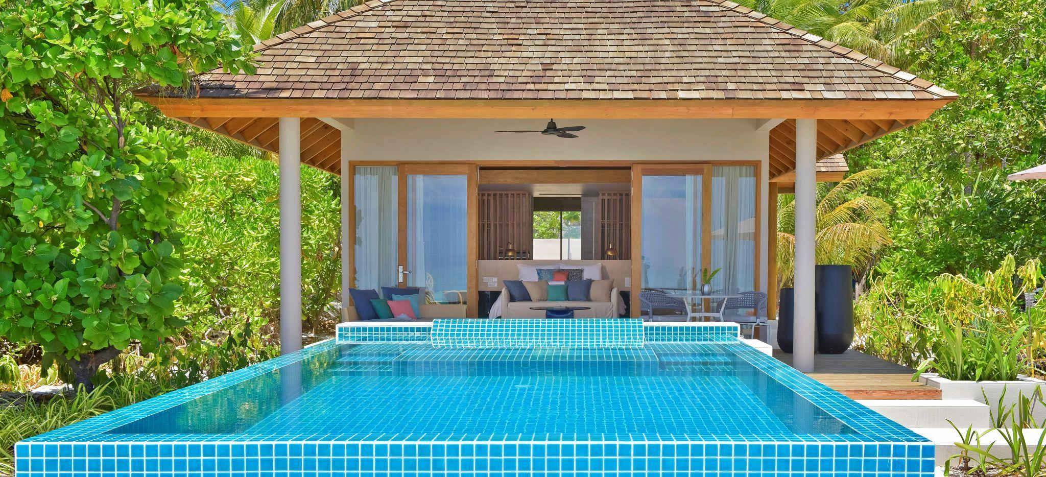 Ein Hotelzimmer im Faarufushi Maldives mit privatem Pool