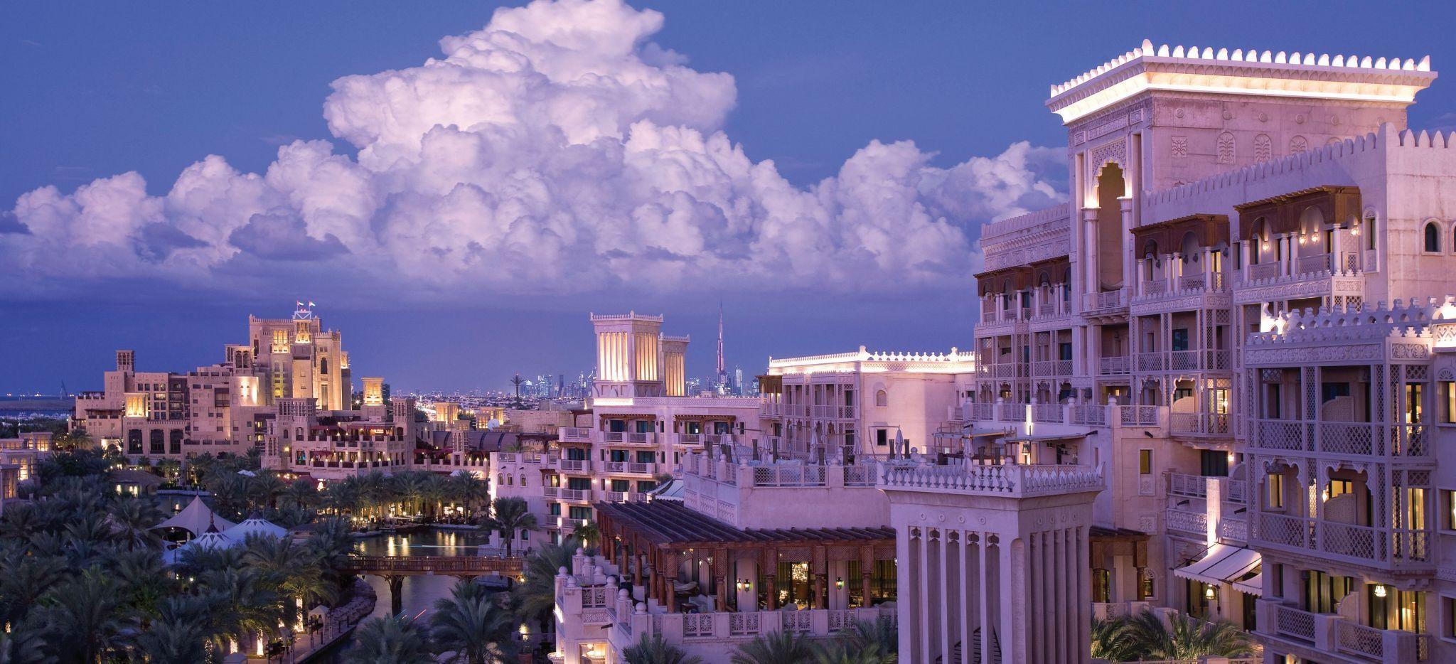 Die Hotels Madinat Jumeirah Al Qasr und Mina Al Salam von außen gesehen