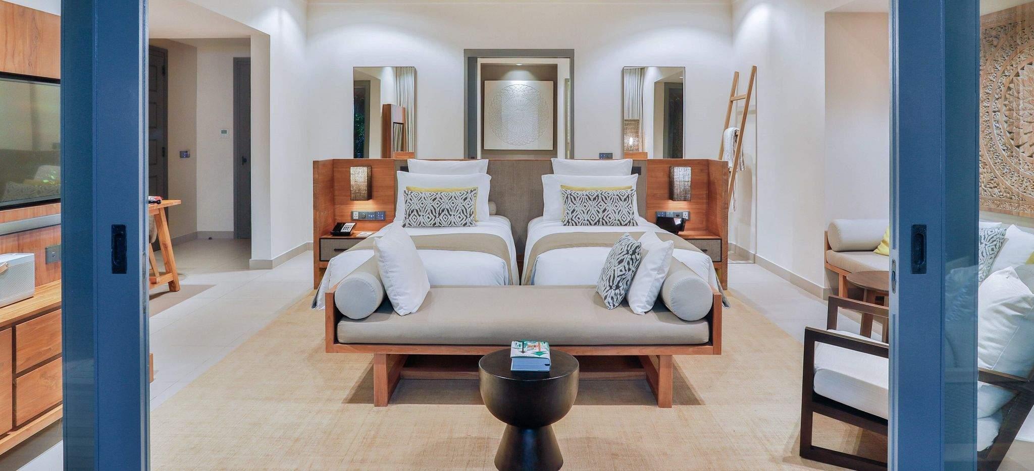 """Das zweite Schlafzimmer einer """"Two Bedroom Beach Pool Villa"""", im Hotel Vakkaru, Malediven"""