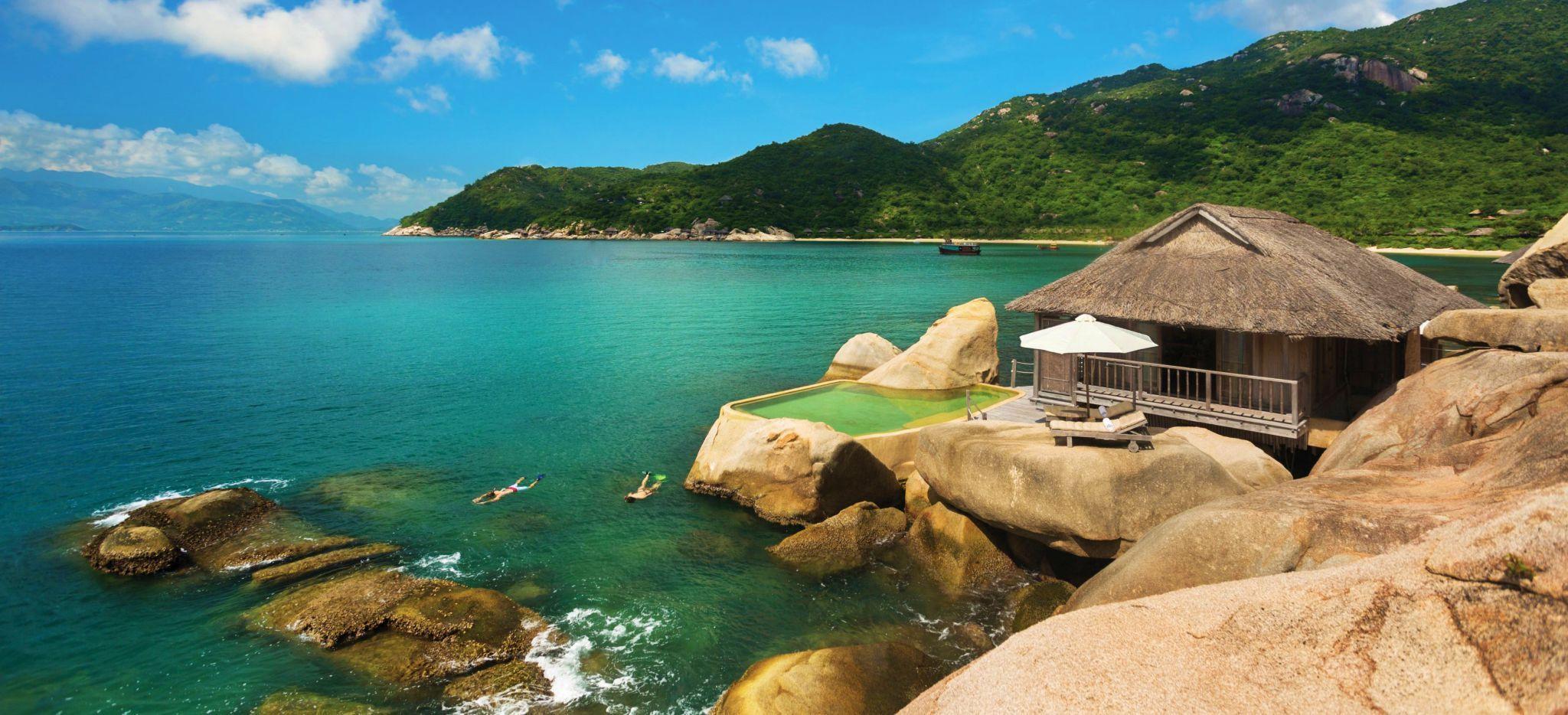 Ein Hotelzimmer in der Ninh Van Bay in Vietnam, auf die Felsen direkt am Meer gebaut