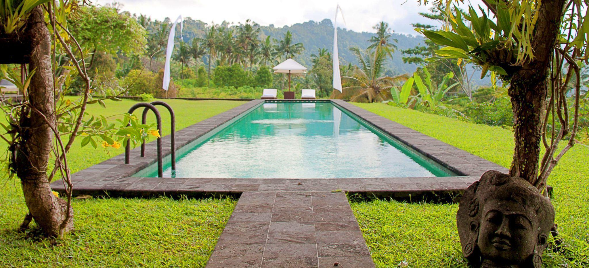 Pool im grünen, im Hotel Alila Manggis, Bali