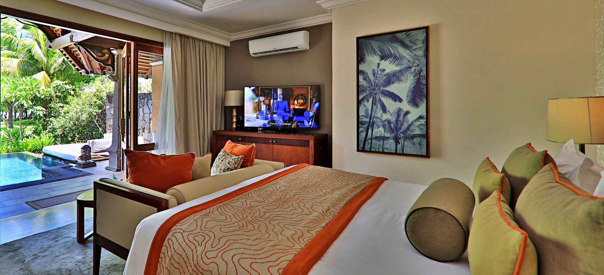 """Das Schlafzimmer einer """"Luxury Suite Pool Villa"""" im Maradiva Villas, Mauritius"""