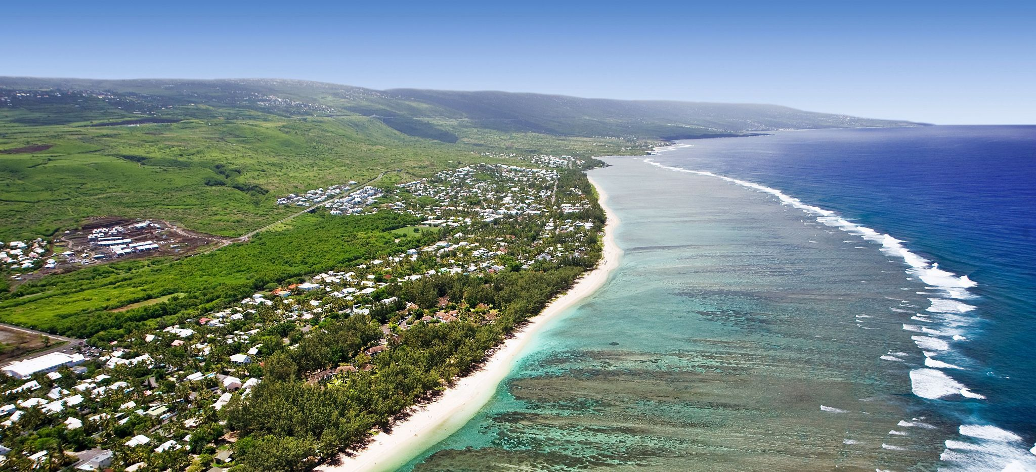 Die Küste von La Réunion, mit dem Hotel LUX* Saint Gilles abgebildet