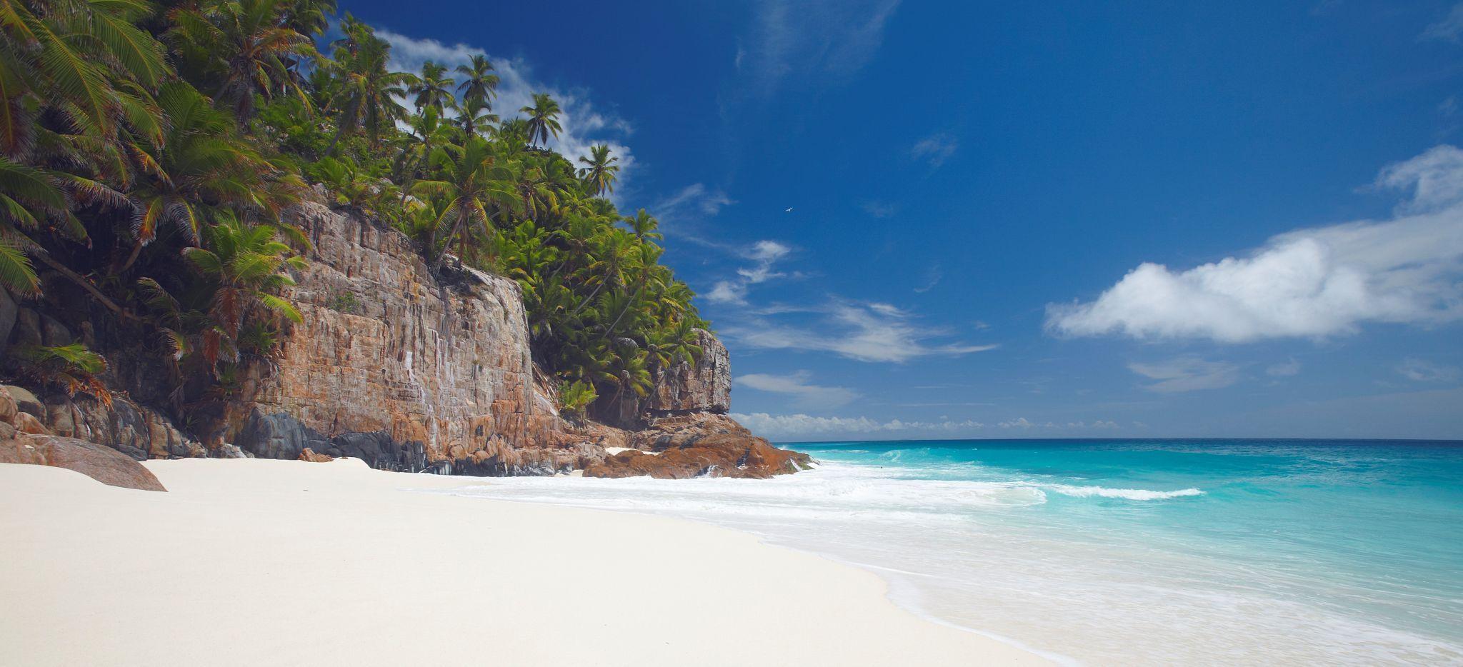 Der Strand Anse Victorin auf Frégate Island, Seychellen