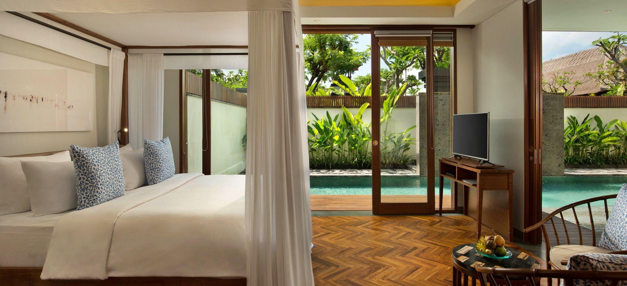 """Ein Schlafzimmer in einer Villa des Hotels """"The Legian"""" auf Bali"""