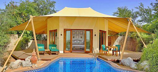Der Pool und Hotelzimmer Beduin Suite im Hotel Al Maha, Dubai