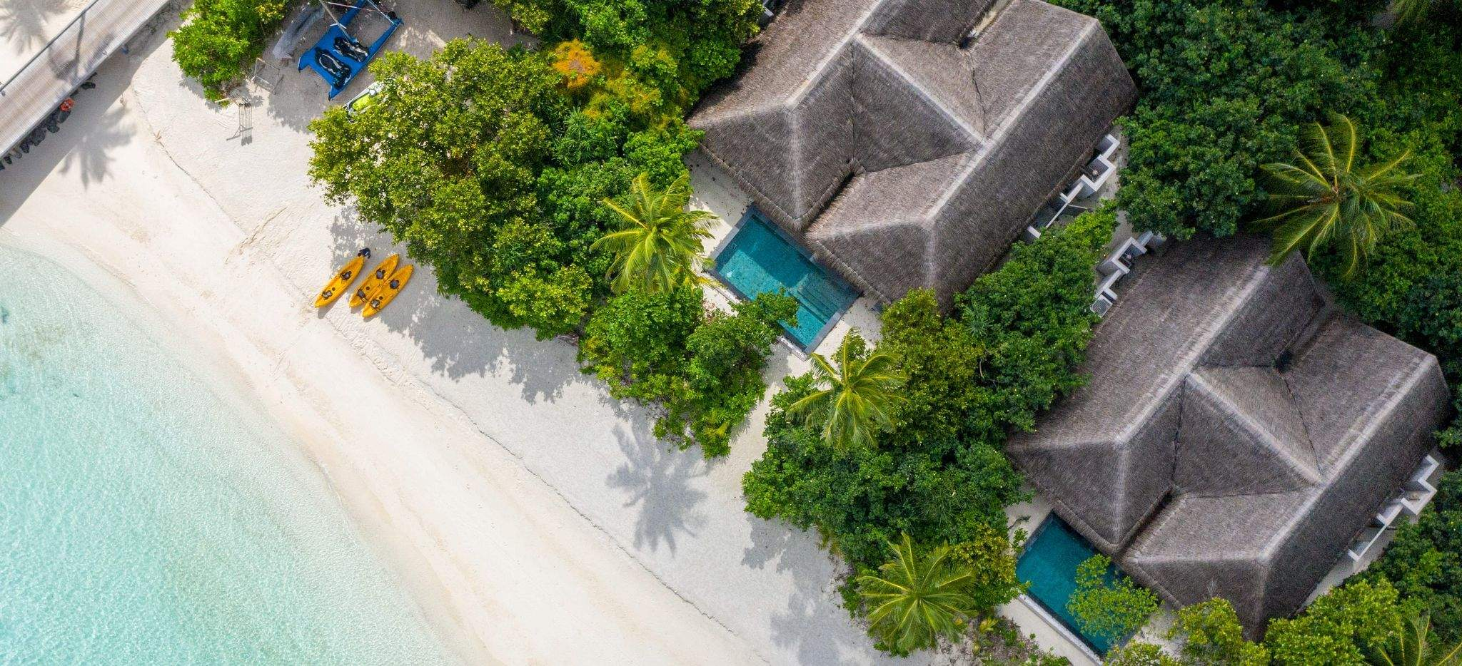 Zwei Villen mit eigenem Pool direkt am Strand, im Hotel Vakkaru, Malediven, Luftaufnahme