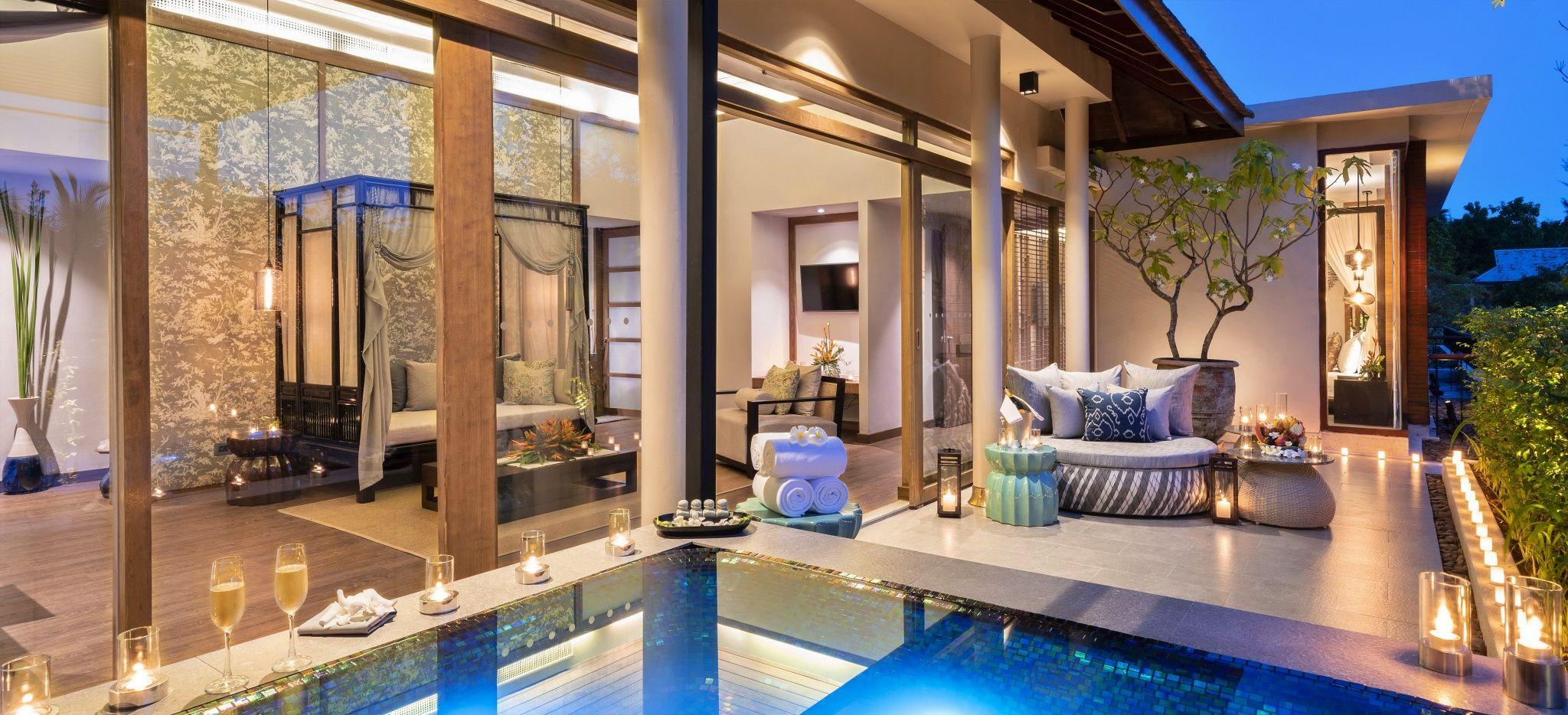 """Eine Terrasse mit einem Pool, vor einem Luxuriösen Hotelzimmer, die """"Jacuzzi Pool Suite"""" im Hotel The Sarojin"""