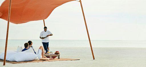 Privates Picknick auf einer Sandbank auf den Malediven, veranstaltet