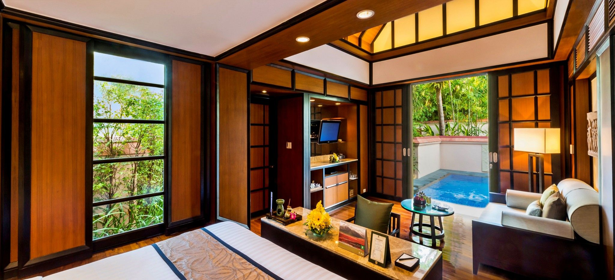 """Ein Hotelzimmer mit Blick auf den eigenen Pool im Hotel """"Banyan Tree Phuket"""""""