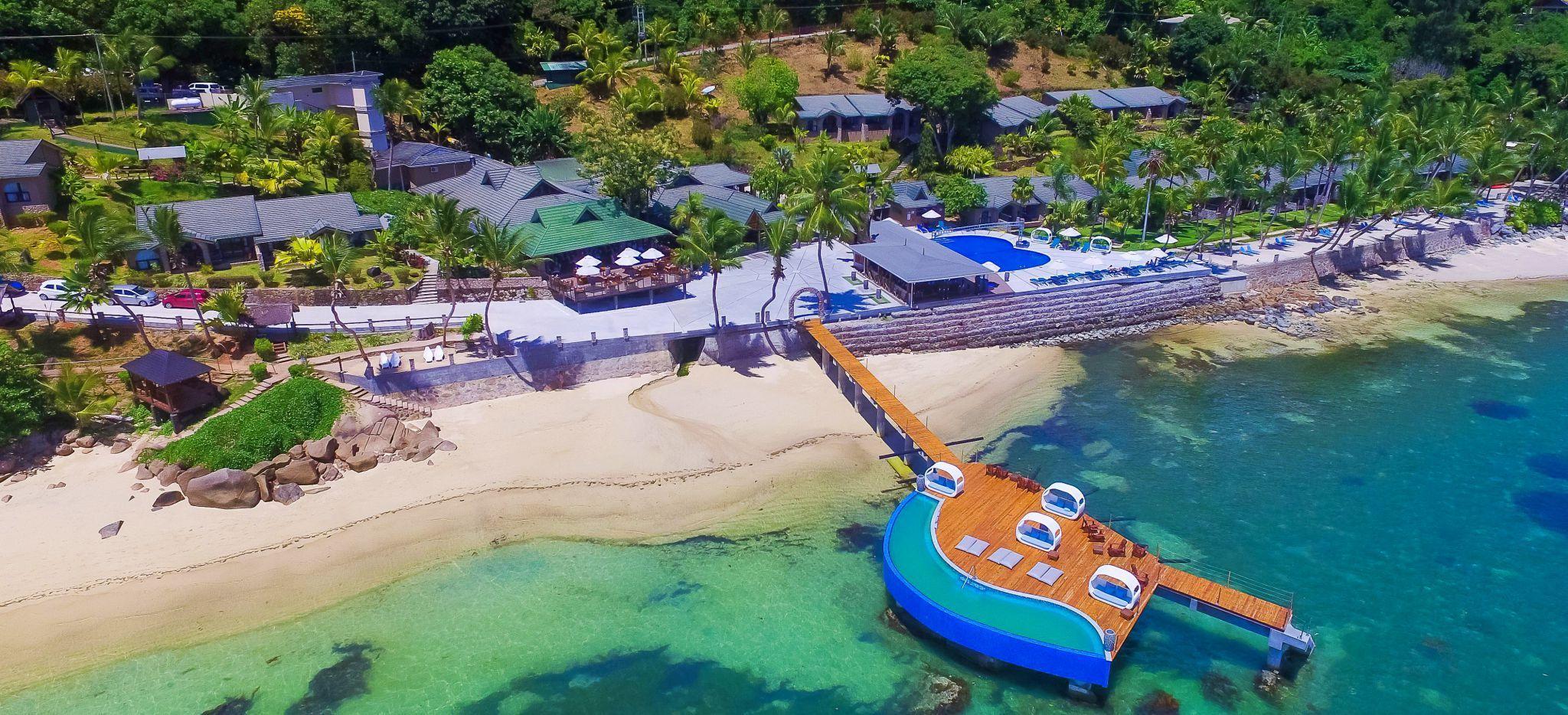 Luftaufnahme des Hotels mit Sicht auf Steg nahe des Restaurants Mango Terrace