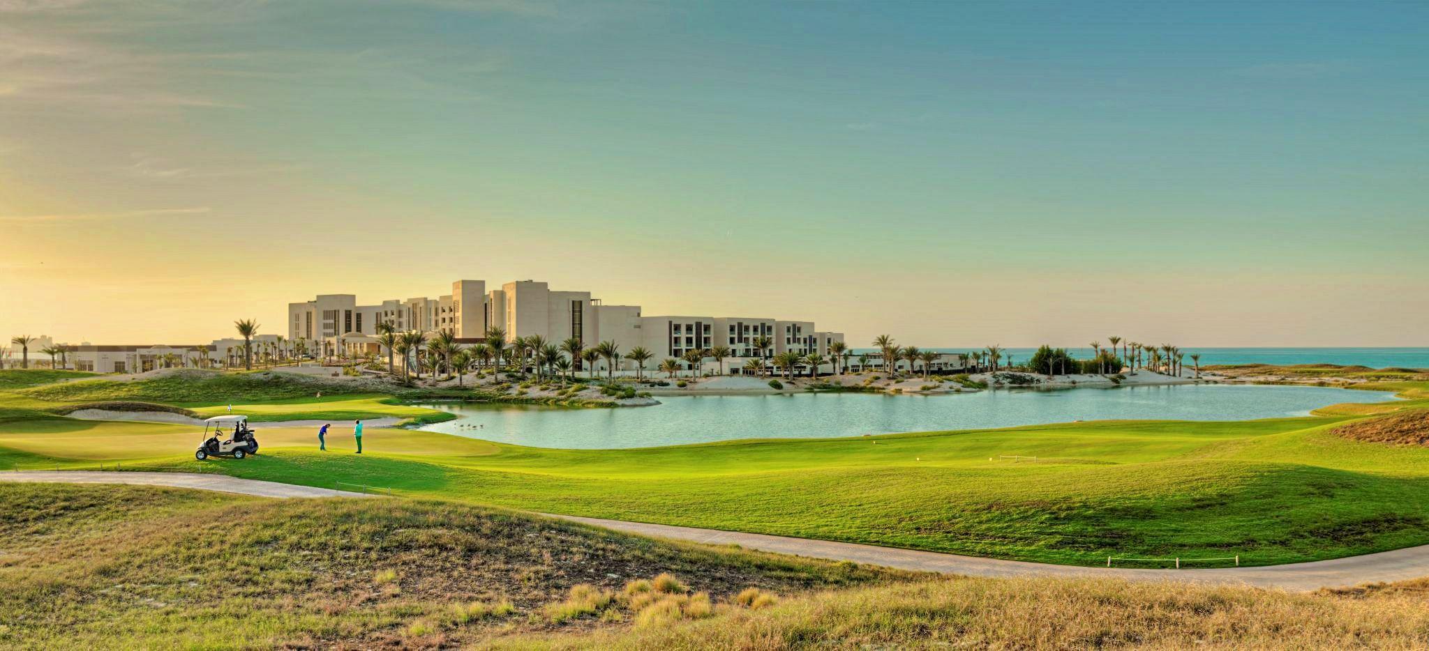 Luftaufnahme des Golfplatzes des Hotels Park Hyatt Abu Dhabi