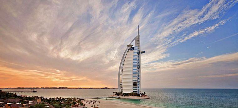Das Burj al Arab vor dem Sonneuntergang