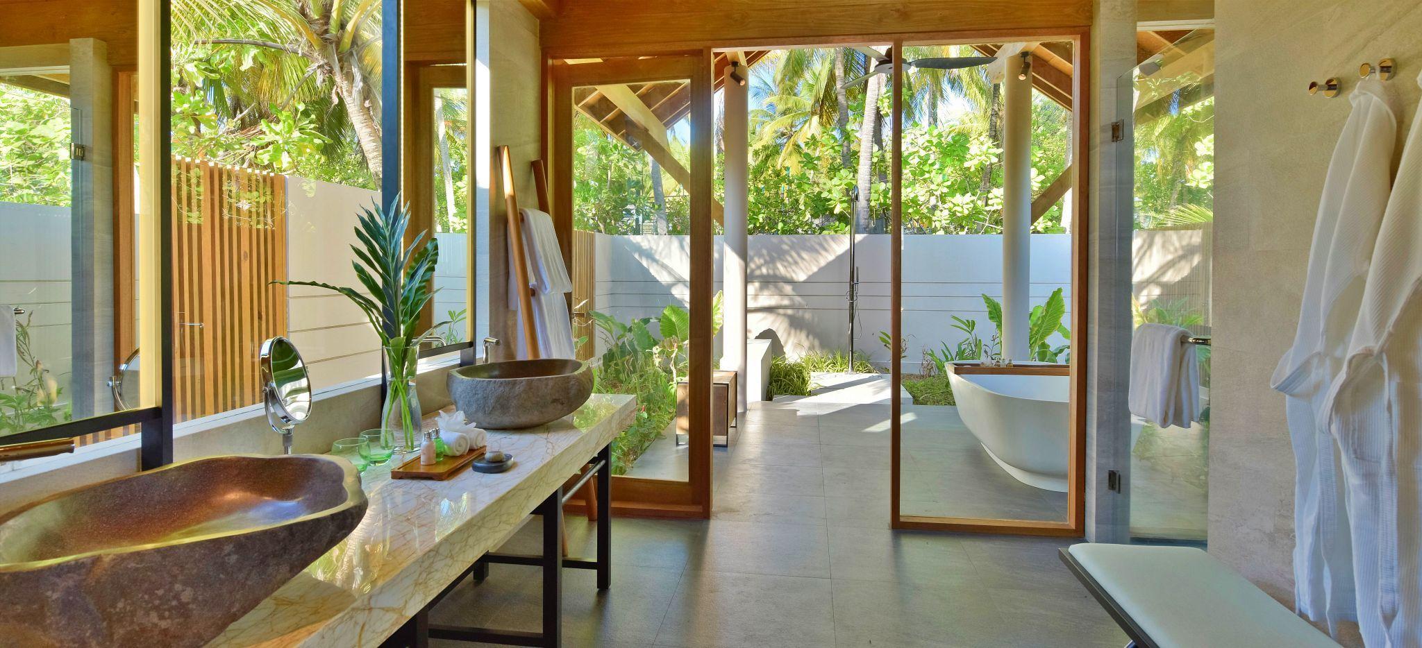 Luxuriöses Badezimmer im Hotel Faarufushi Maldives
