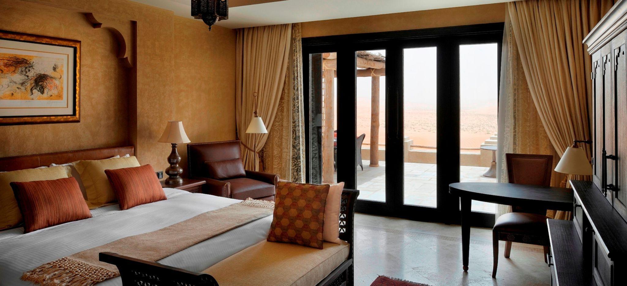 Schlafzimmer einer Villa im Anantara Qasr al Sarab