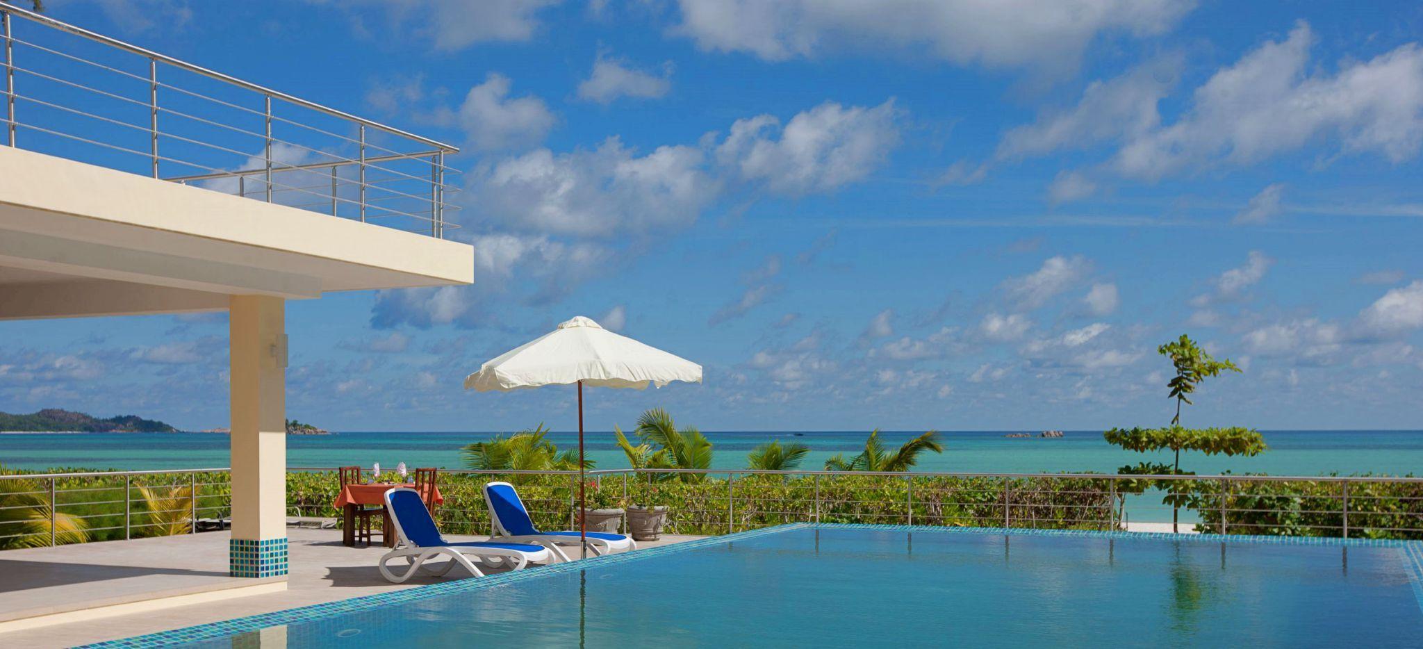 Infinity Pool mit Meerblick im Hotel Acajou