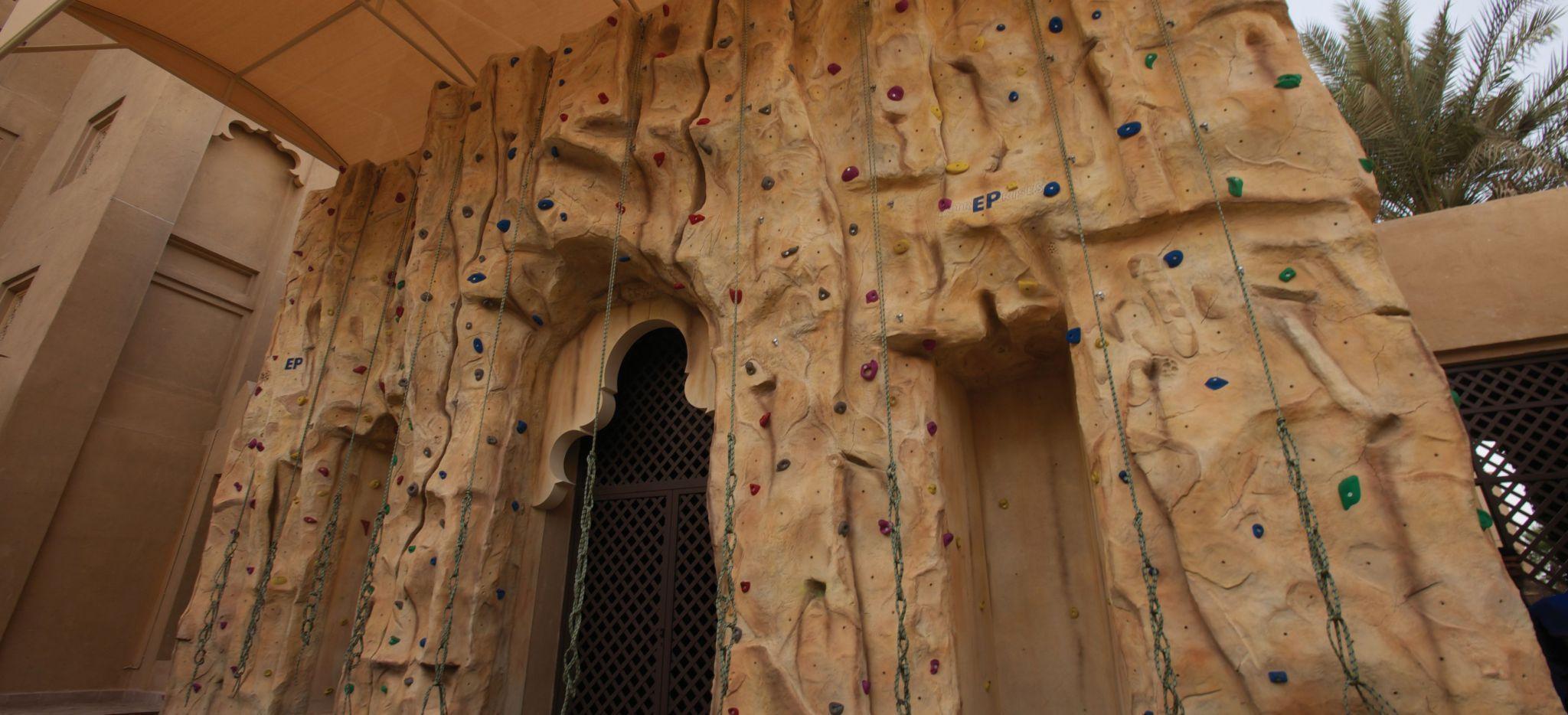 "Kletterwand ""Talise Fitness"" in der Hotelgruppe ""Madinat Jumeirah"""