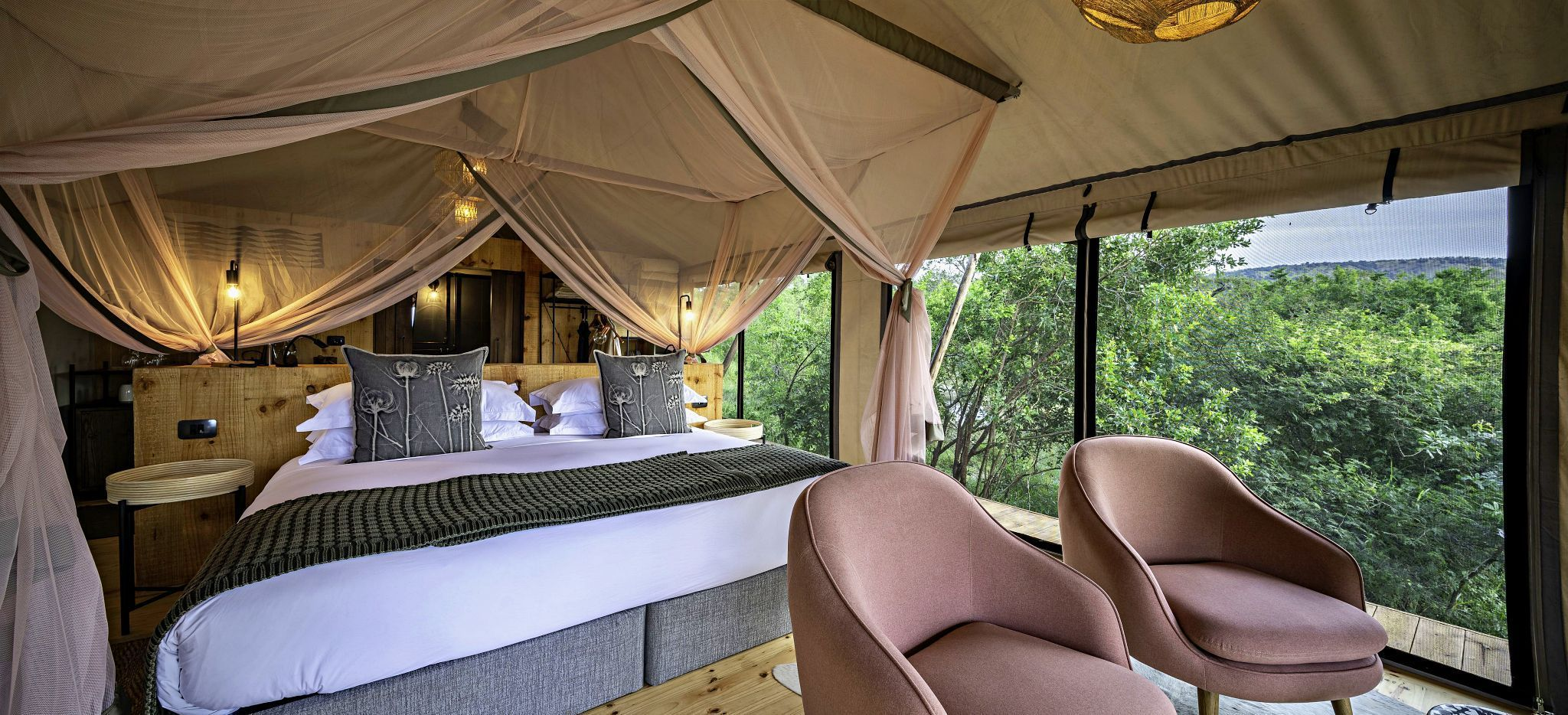 Ein Hotelzimmer mit Zeltdach im Magashi Camp, Ruanda