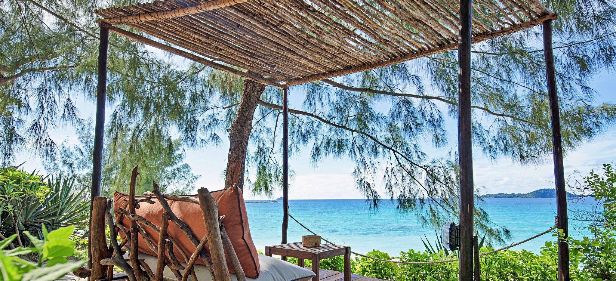 Ausblick von einer Strandliege auf der Insel des Hotels Constance Tsarabanjina