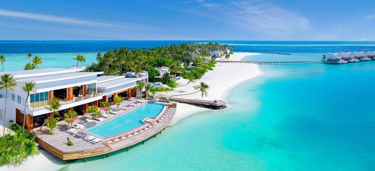 """Luftaufnahme eines Restaurants auf der Malediveninsel """"Lux* North Male Atoll"""""""